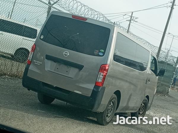 Nissan Caravan Panel Van 2,5L 2013-6