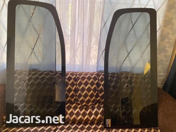 2012-2016 Nissan Caravan side glasses-2