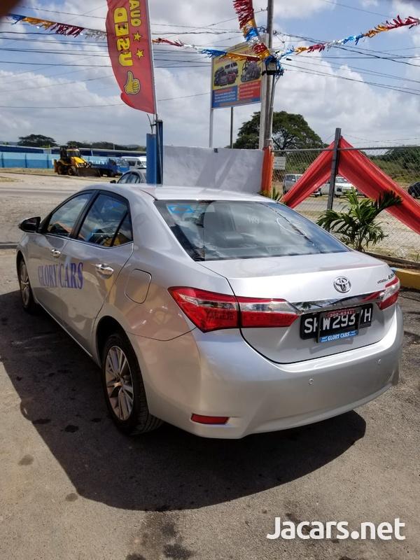Toyota Corolla Altis 2,0L 2015-10