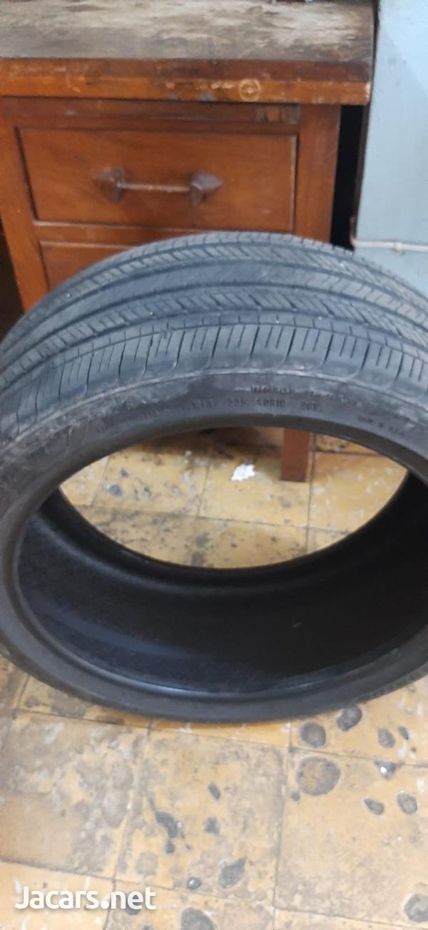 235/40/19 Goodyear Tire-4