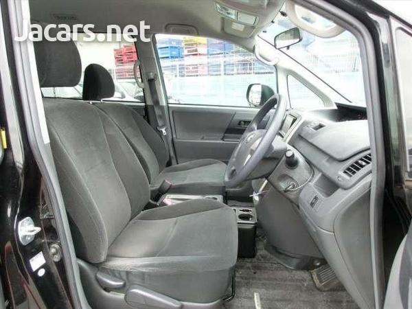 Toyota Voxy 2,0L 2010-5