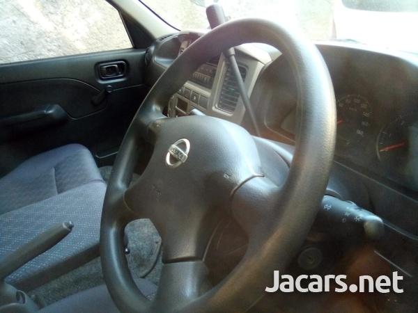 Nissan Caravan 2012-5