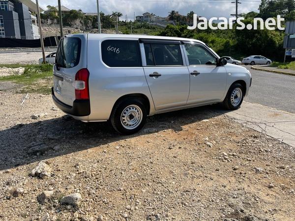 Toyota Probox 1,3L 2018-4