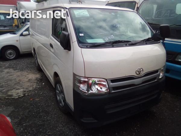 Toyota Regius Bus 2011-1