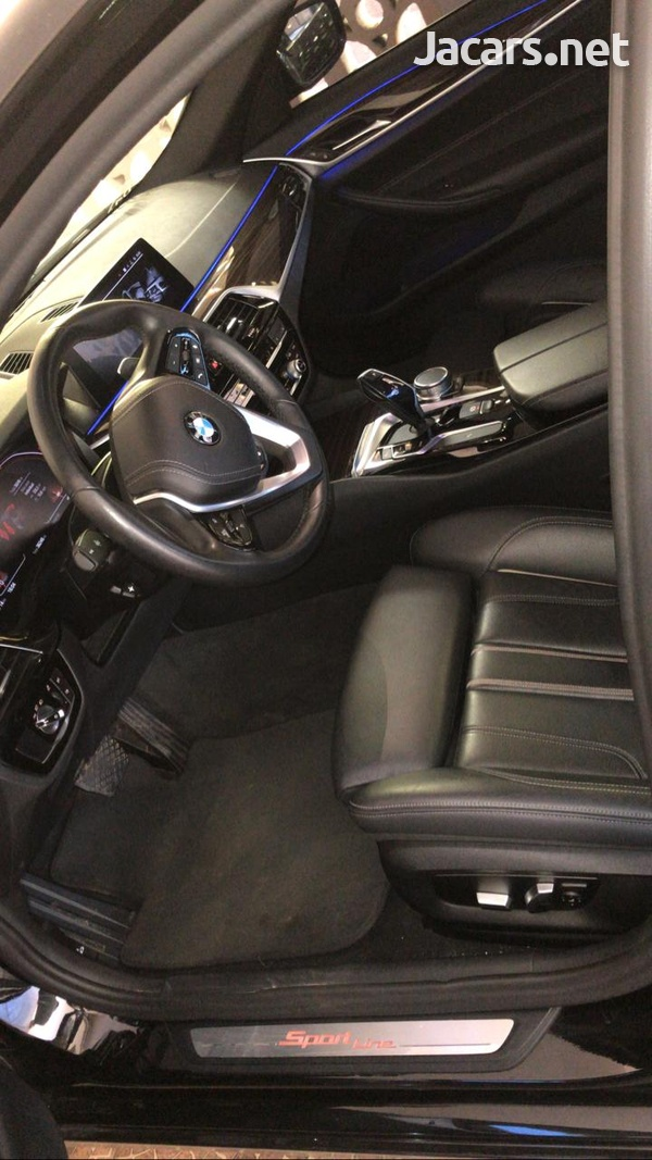 BMW 5-Series 3,0L 2019-10
