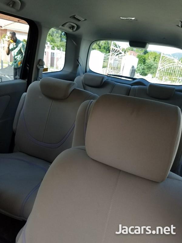 Mazda Biante 2,0L 2010-4
