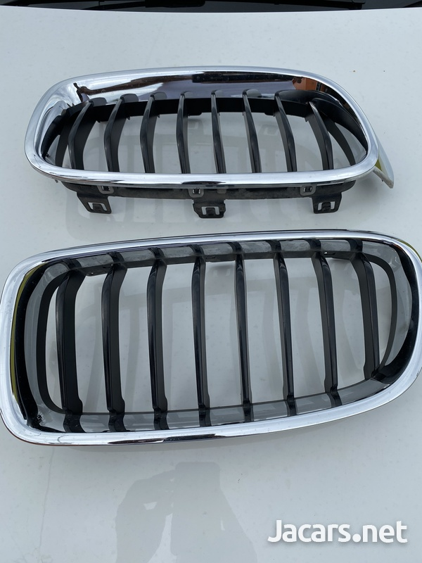 BMW f30 front grill ... like brand new 3 series-1
