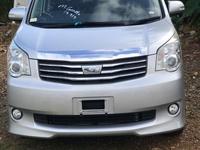 Toyota Noah 1,9L 2013