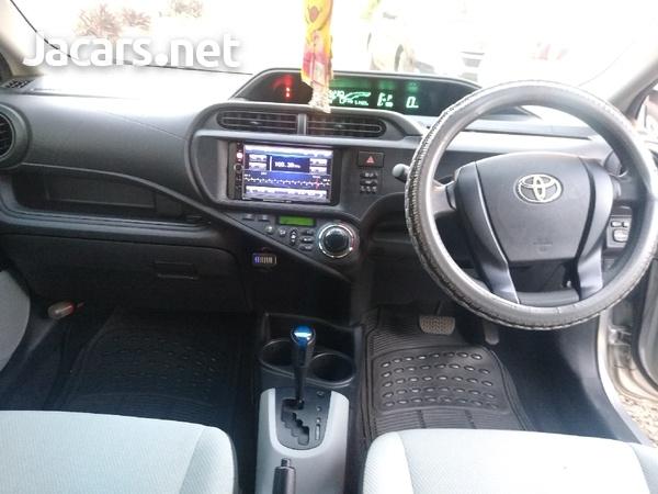 Toyota Aqua 1,5L 2013-5