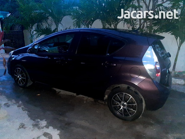 Toyota Aqua 1,5L 2014-3