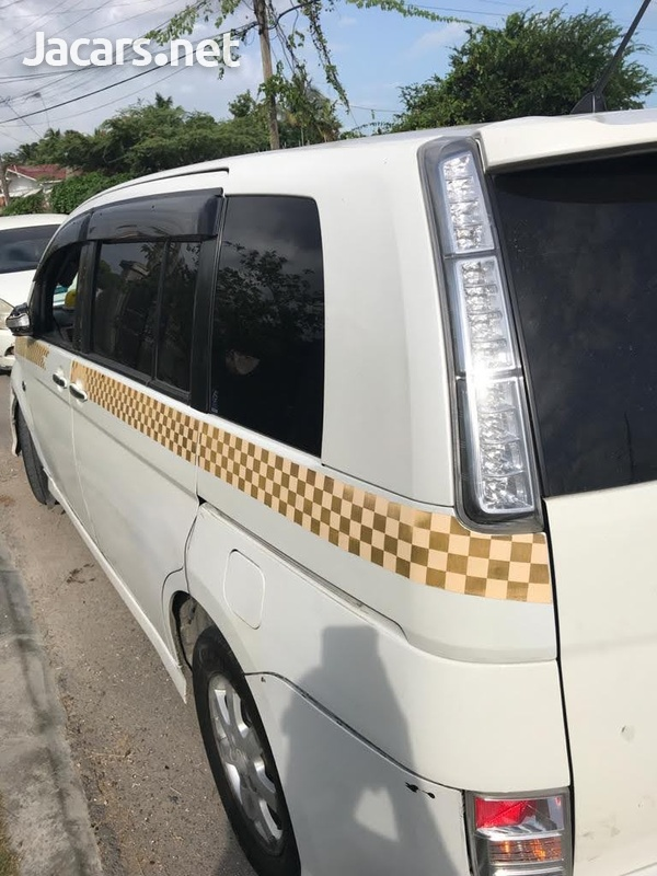 Toyota Isis 2,1L 2012-4