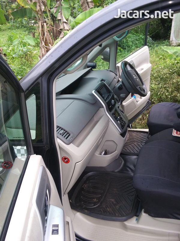 Toyota Noah 2,0L 2011-5
