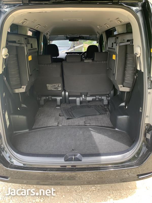 Toyota Voxy 2,0L 2012-14