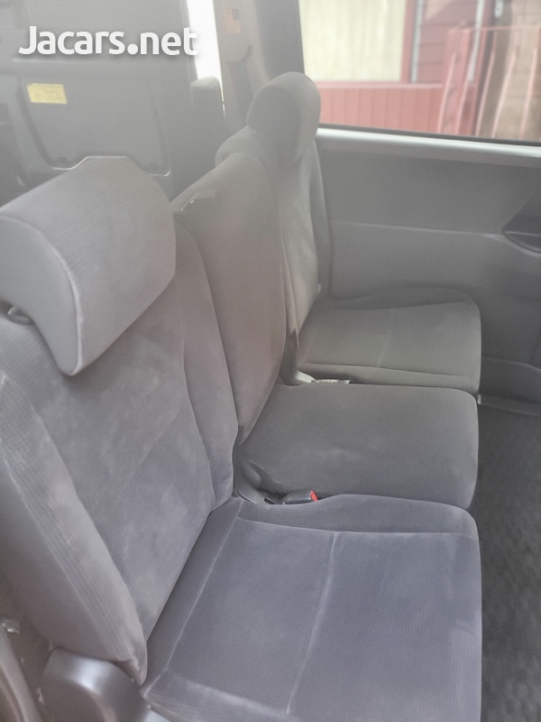 Toyota Voxy 2,0L 2010-12