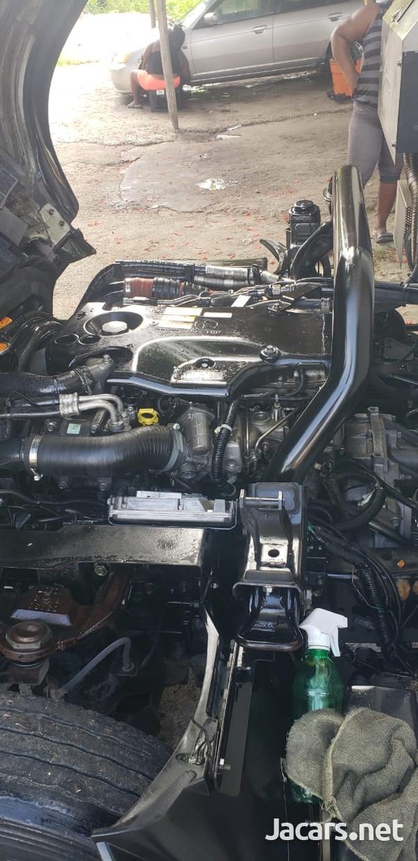 Isuzu Box Body Truck 5,0L 2011-6