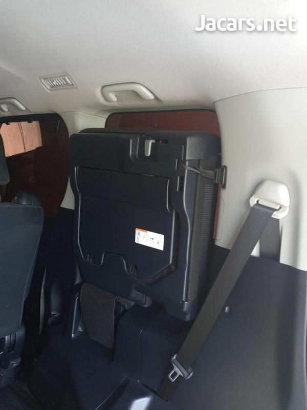 Toyota Voxy 2,0L 2014-7