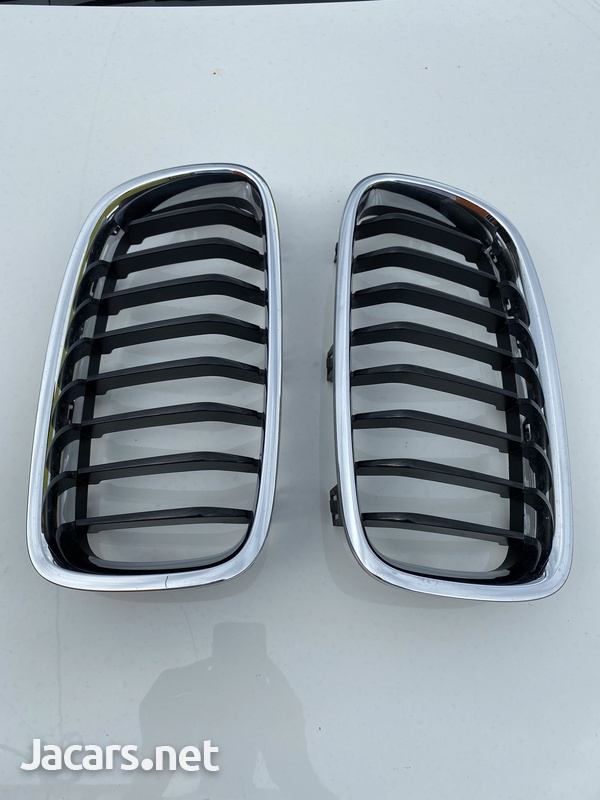 BMW f30 front grill ... like brand new 3 series-2