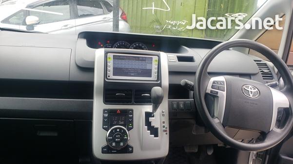 Toyota Noah 2,0L 2012-10