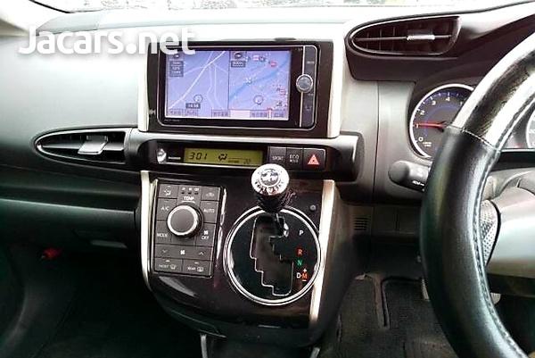 Toyota Wish 2,0L 2012-8