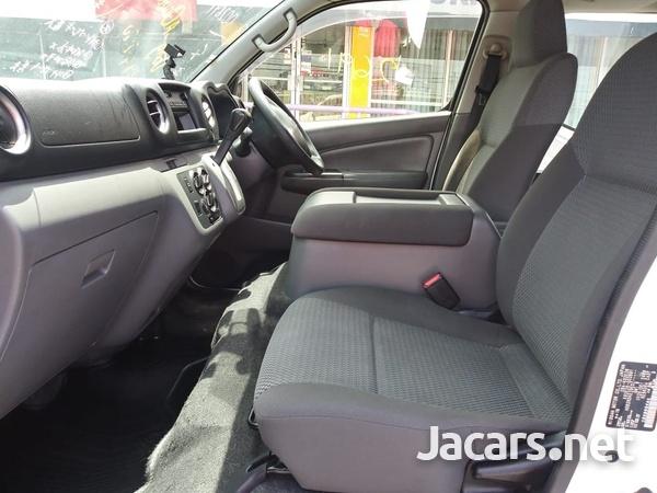 Nissan Caravan 2,3L 2015-6