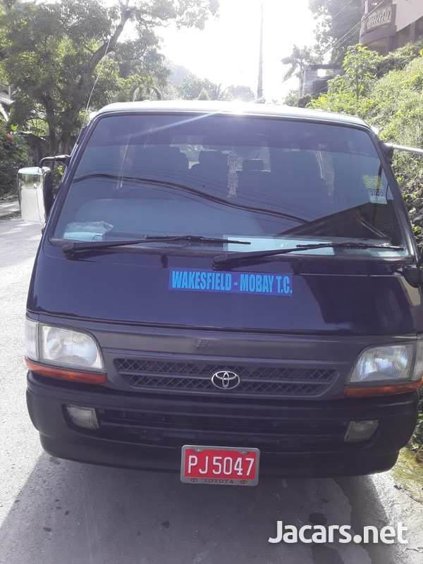 Toyota Hiace Bus-1