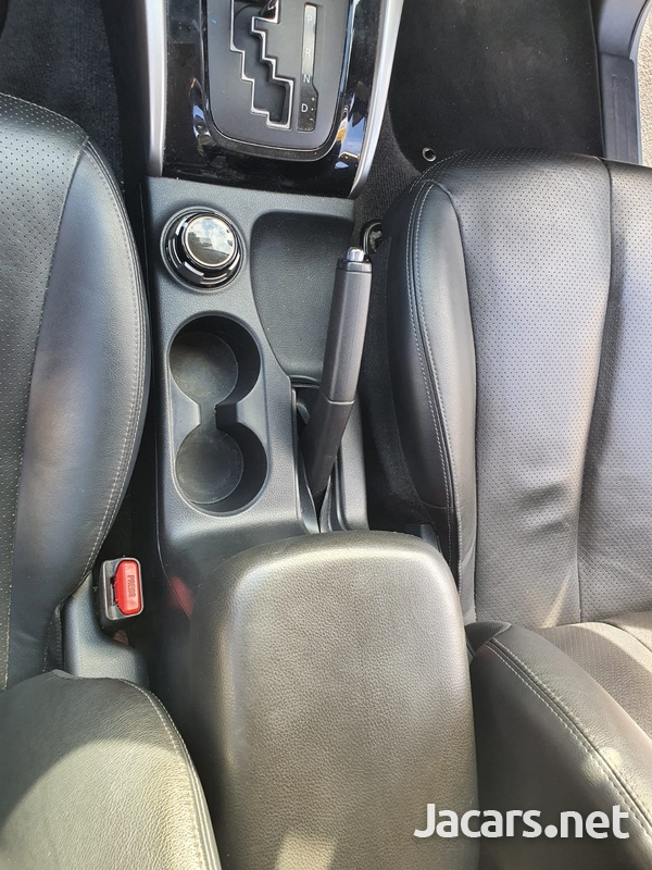 Mitsubishi L200 2,4L 2018-8
