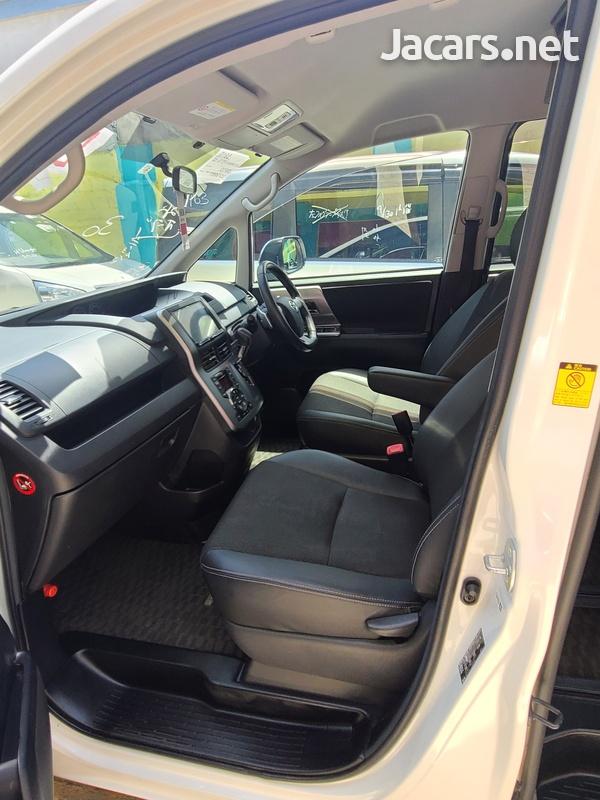 Toyota Voxy 2,0L 2013-10