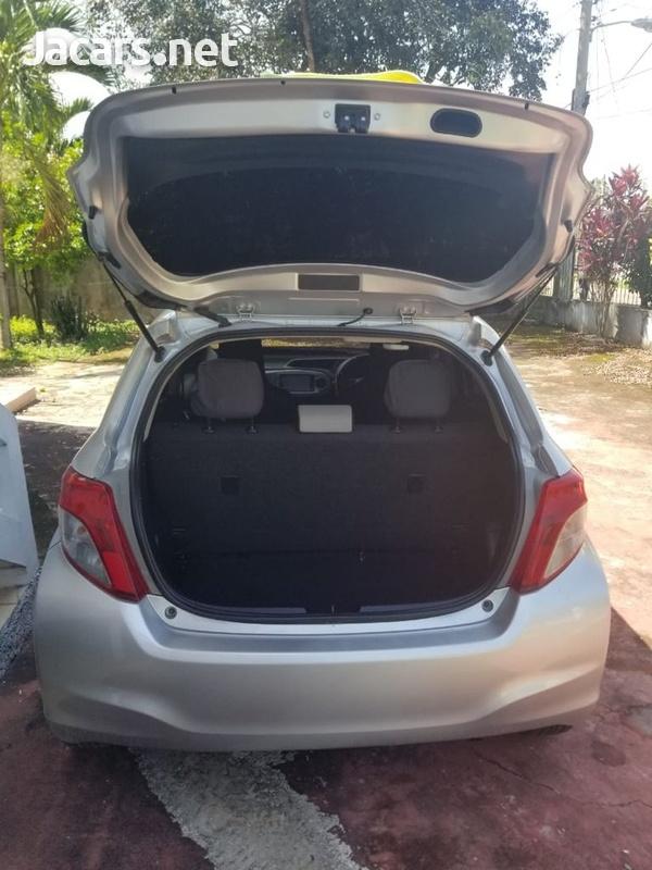 Toyota Vitz 1,3L 2012-9
