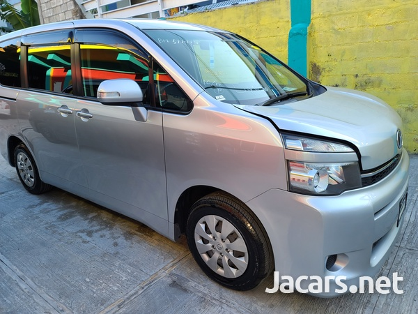 Toyota Voxy 2,0L 2011-2