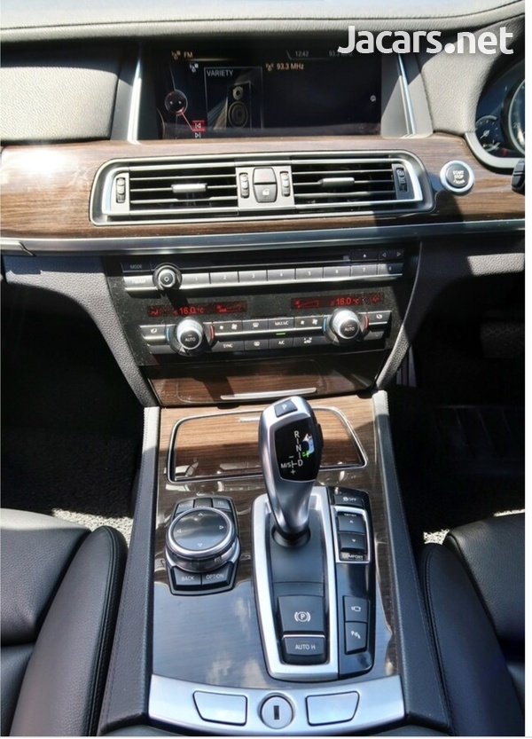 BMW 7-Series 3,0L 2014-6