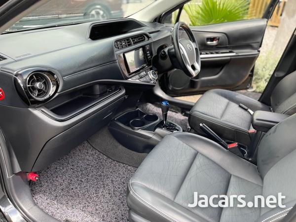 Toyota Aqua 1,5L 2015-9