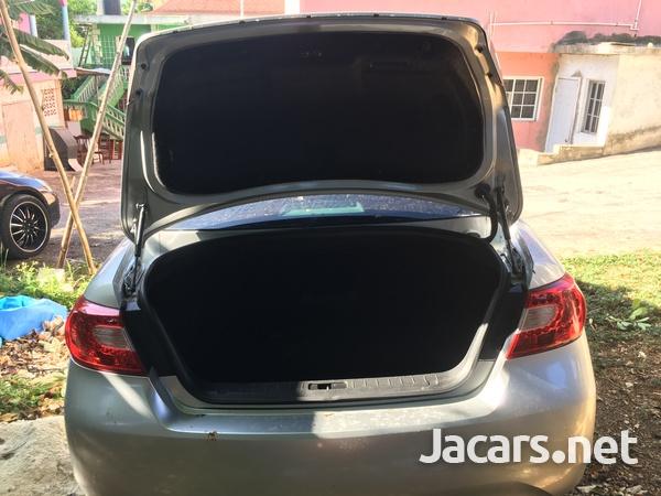 Nissan Fuga 1,4L 2012-7