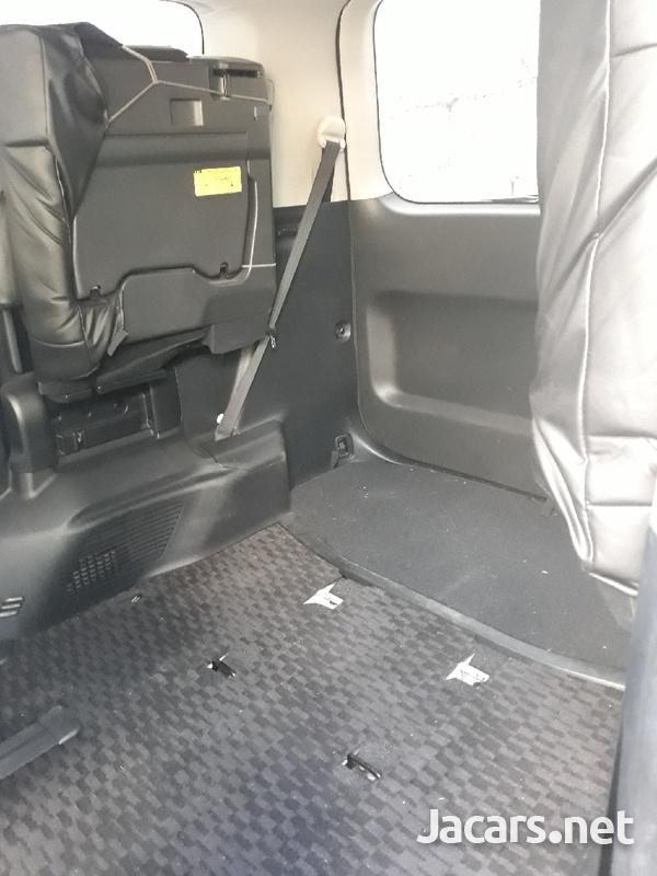 Toyota Voxy 1,9L 2011-7