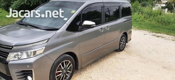 Toyota Voxy 2,0L 2015-1