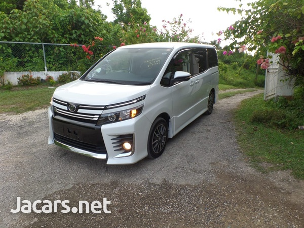 Toyota Voxy 2,0L 2014-1