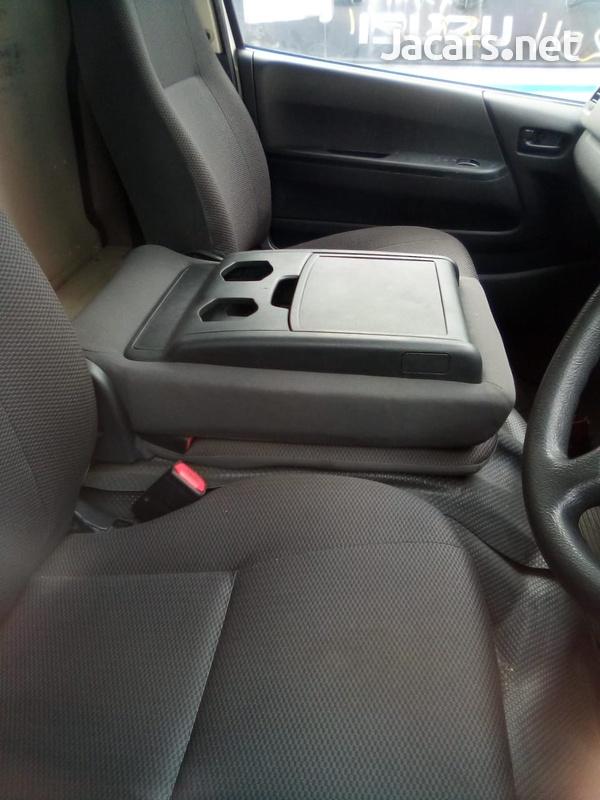 Toyota Regius Bus 2011-3