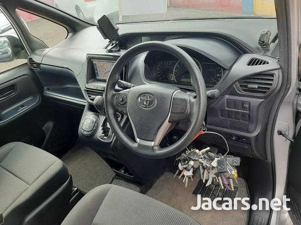 Toyota Noah 2,0L 2015-11