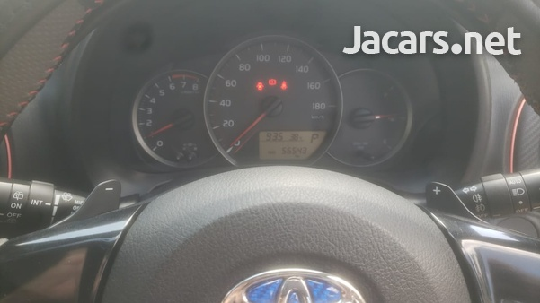 Toyota Vitz 1,2L 2012-6