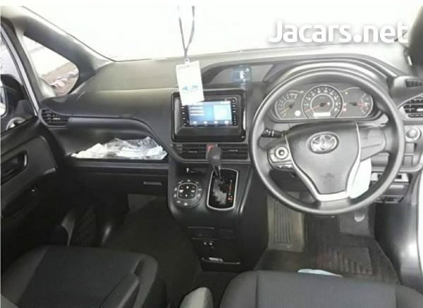 Toyota Noah 2.0L 2018-3