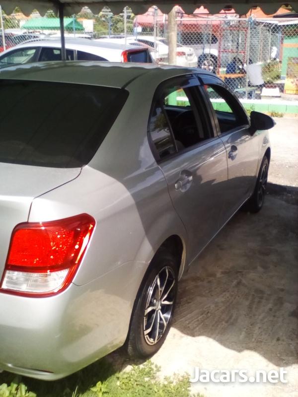 Toyota Axio 2,0L 2012-4