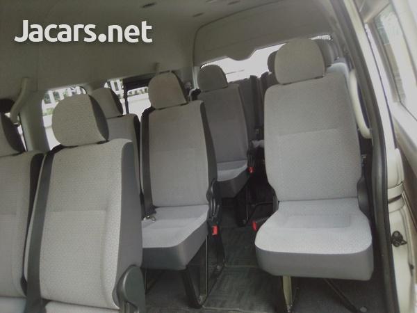 Toyota Hiace Bus 2,5L 2014-4