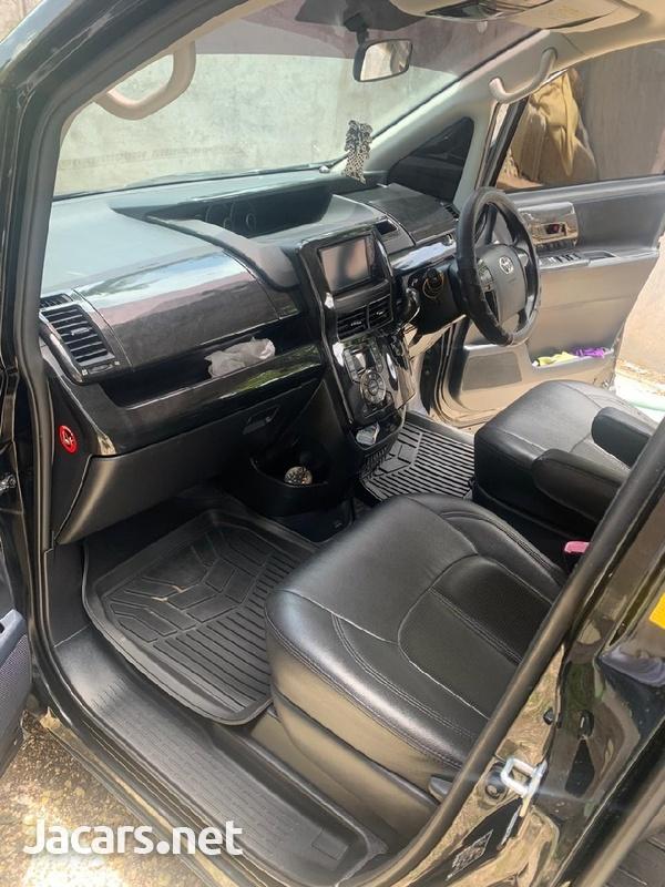 Toyota Voxy 1,8L 2010-5