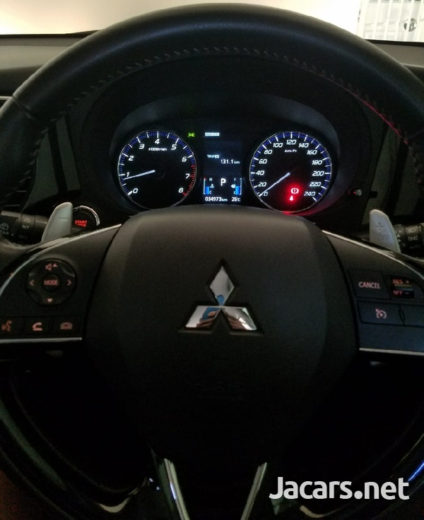 Mitsubishi Outlander or Airtrek 2,0L 2018-5