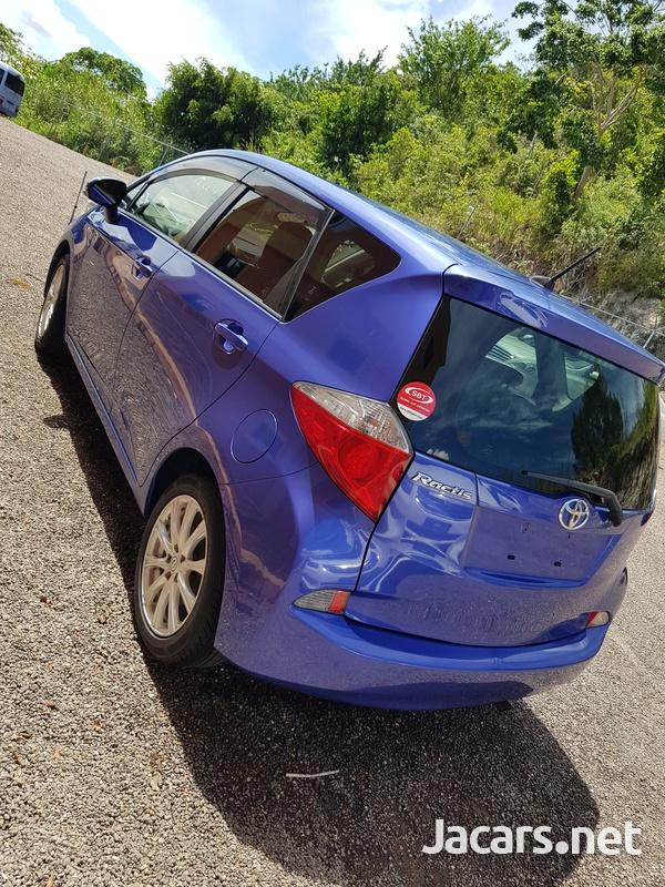 Toyota Ractis 1,5L 2012-4