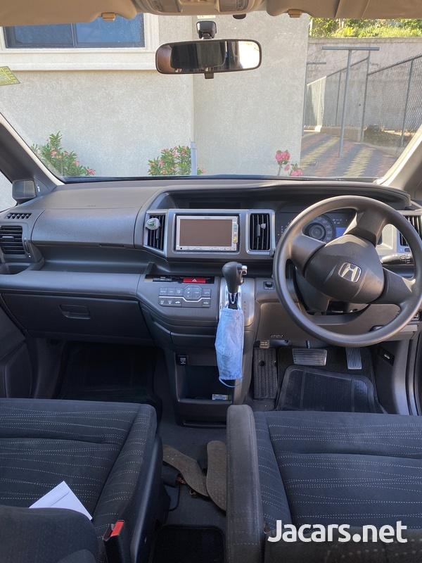 2010 Honda Step wagon-3