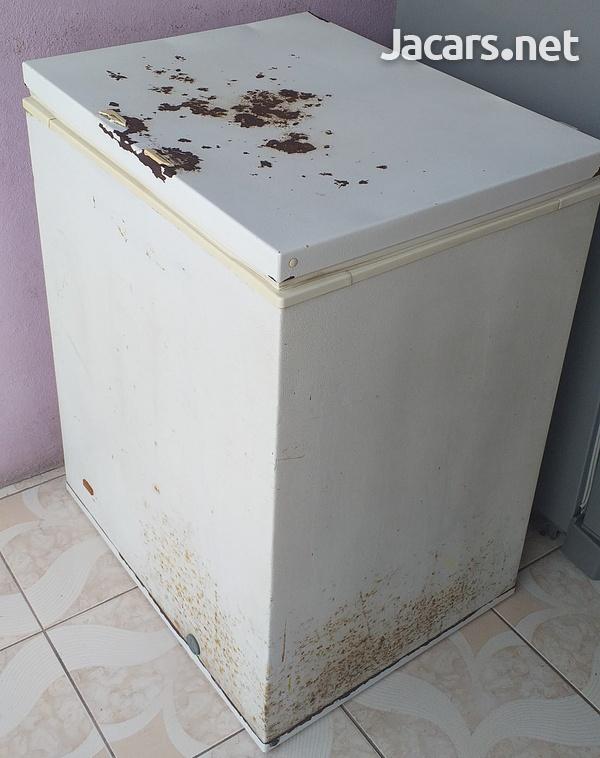 Frigidaire Deep Freezer 5 Cu. Ft.-3