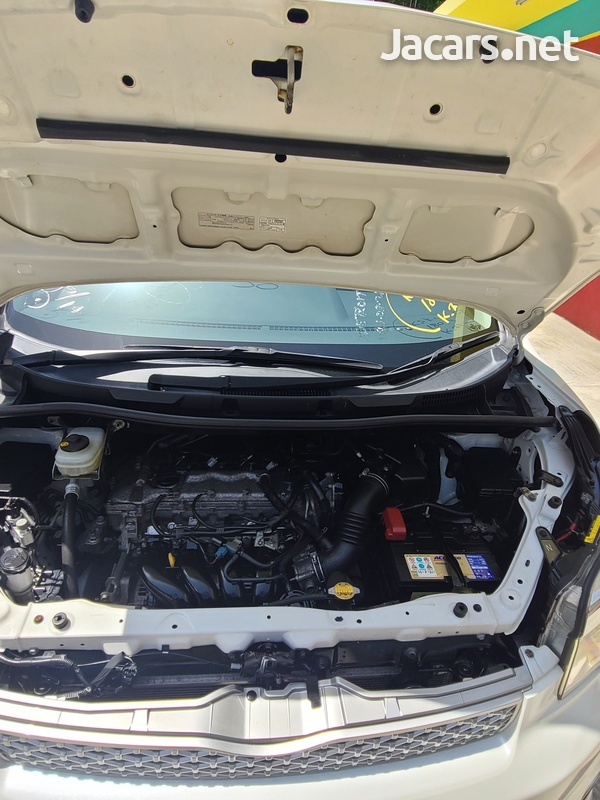 Toyota Voxy 2,0L 2013-15