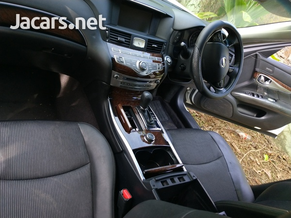 Nissan Fuga 3,7L 2011-8