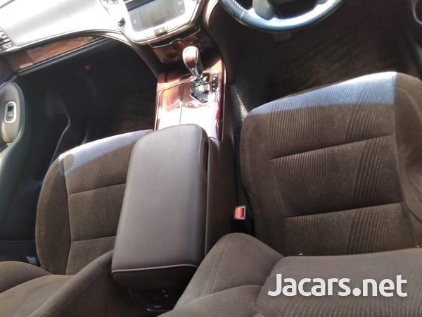 Toyota Crown 2,5L 2013-9