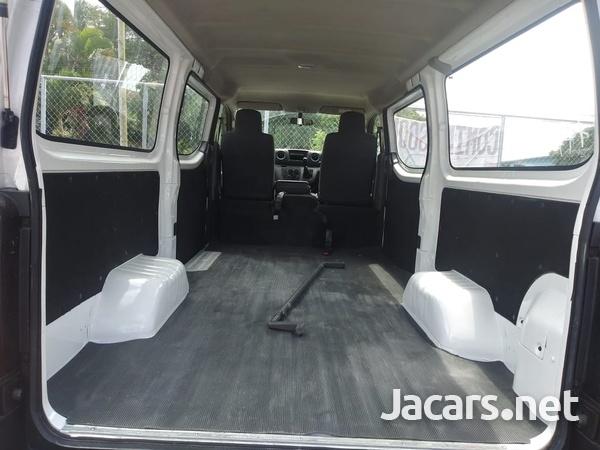 Nissan Caravan 2,0L 2015-9